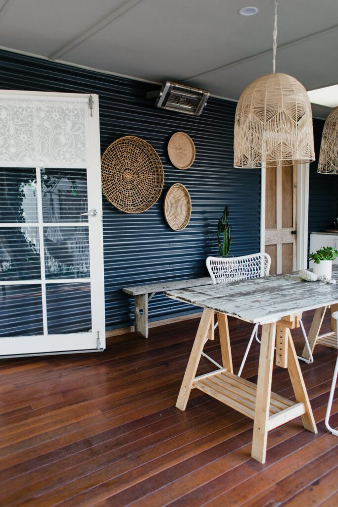 Oakwood is among the types of wood used in modern home designs